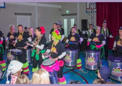 12 Scholenbezoek carnaval 2016 Brandeleros (1)