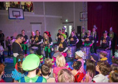 12 Scholenbezoek carnaval 2016 Brandeleros (5)