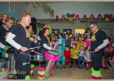 12 Scholenbezoek carnaval 2016 Brandeleros (7)