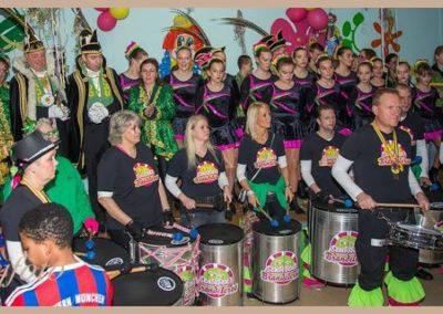 12 Scholenbezoek carnaval 2016 Brandeleros (8)